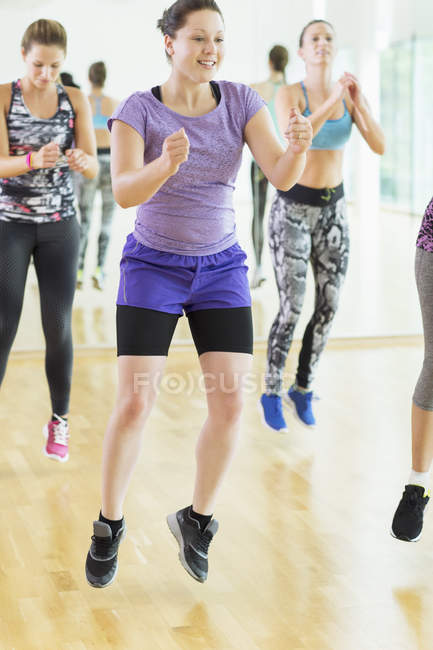 Aerobics class jumping at gym indoors — Stock Photo