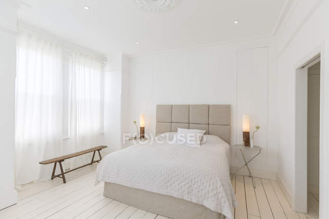 Bed and tables in modern bedroom — Stock Photo