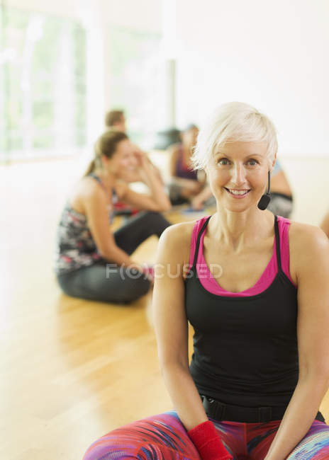 Portrait smiling fitness instructor with headset — Stockfoto
