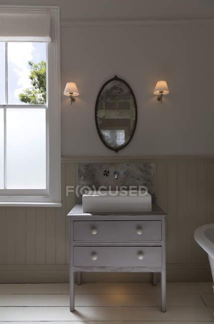 Afundar-se na casa de banho de luxo — Fotografia de Stock