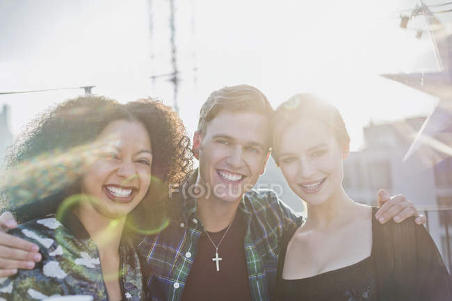 Portrait young adult friends smiling outside — Stockfoto