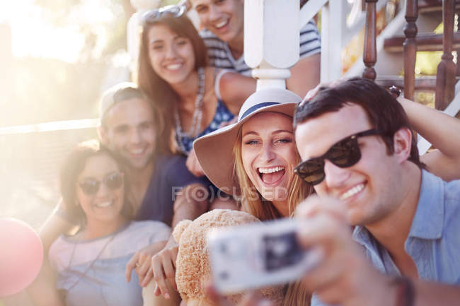 Friends taking selfie outdoors — Stock Photo