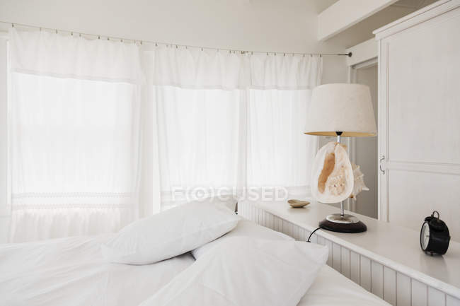 Scenic view of shell lamp in white bedroom — Stock Photo