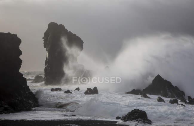 Ocean waves crashing against rock formations, Londrangar, Snaefellsnes, Iceland — Stock Photo