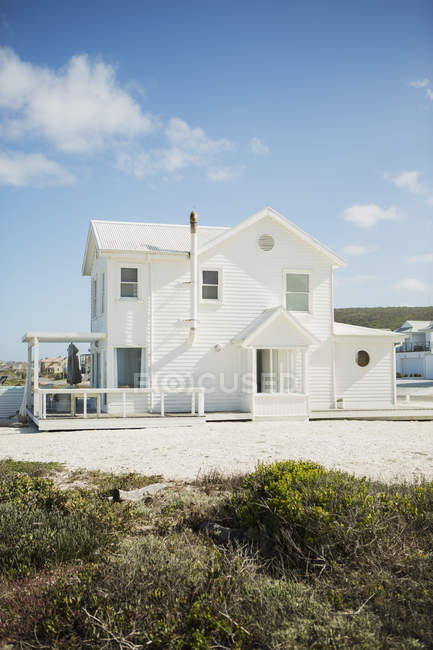 White beach house during daytime — Stock Photo