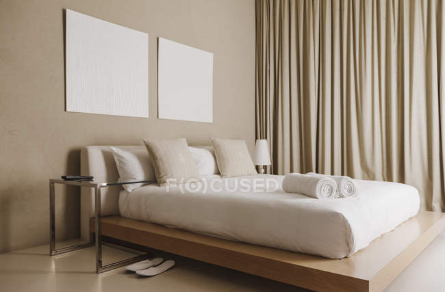 Platform bed in modern bedroom interior — Stock Photo
