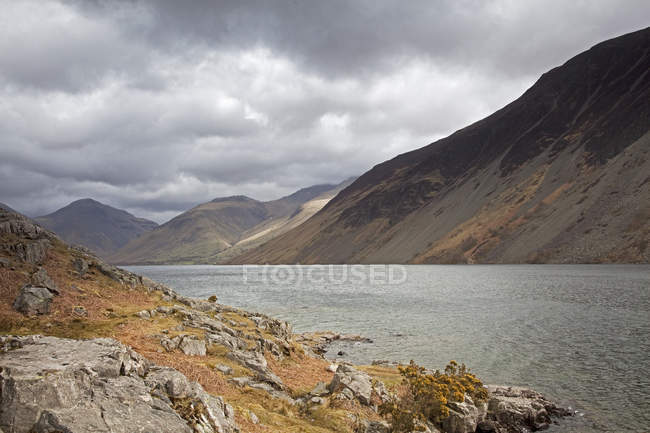 Rocky hills and lake in rural landscape — Stock Photo