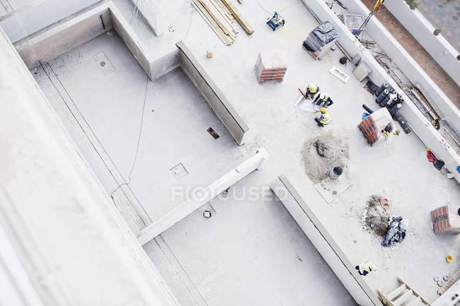 Overhead view of construction workers at construction site — Stock Photo