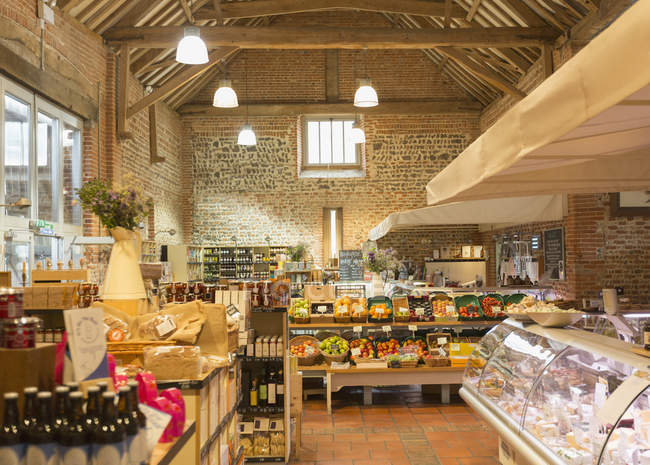Market with brick walls and wood beam vaulted ceiling — Stock Photo