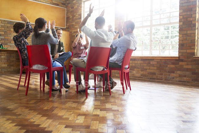 People clapping in group therapy session — Stock Photo