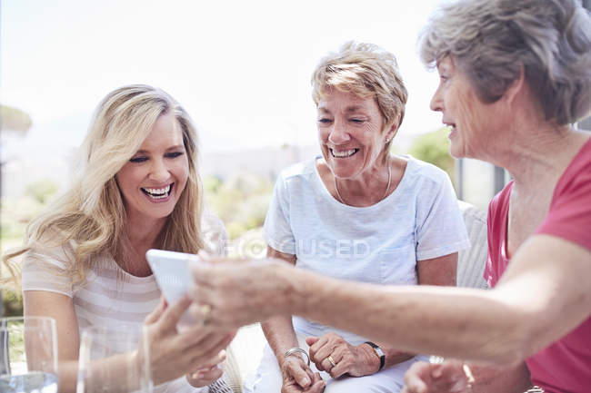 Senior women using cell phone — Stock Photo