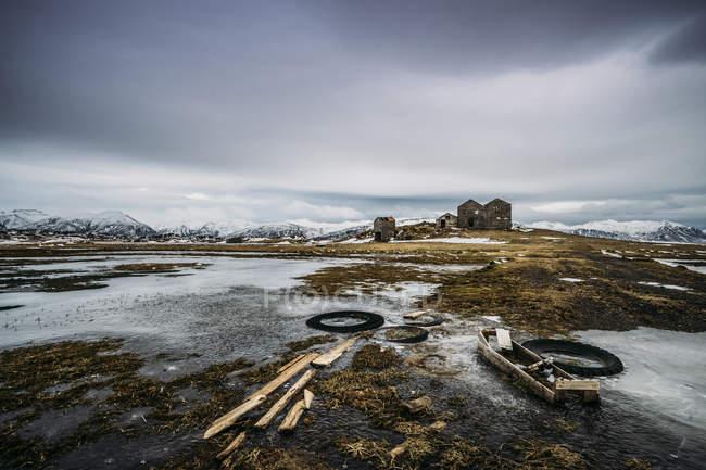 Farm remota nel paesaggio ghiacciato, Islanda — Foto stock