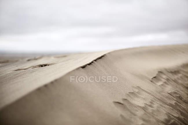 Облака над песком в дневное время — стоковое фото