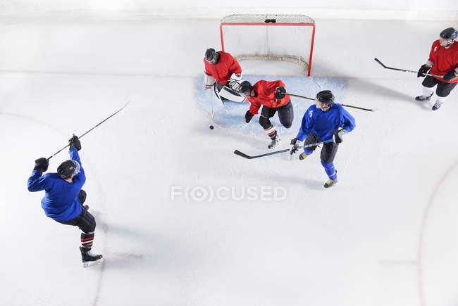 Jogadores de hóquei no gelo — Fotografia de Stock