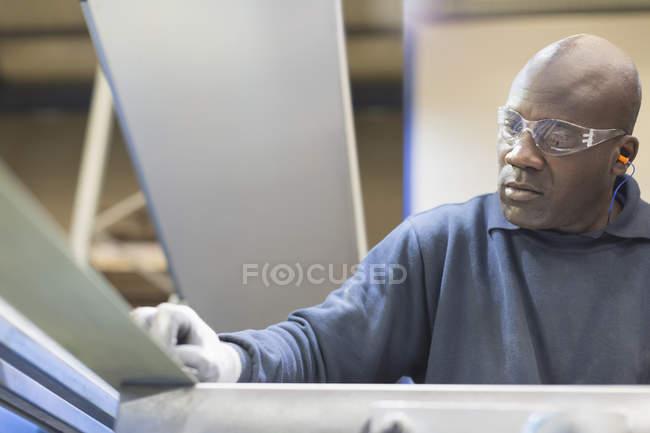 Focused worker sanding steel in steel factory — Stock Photo