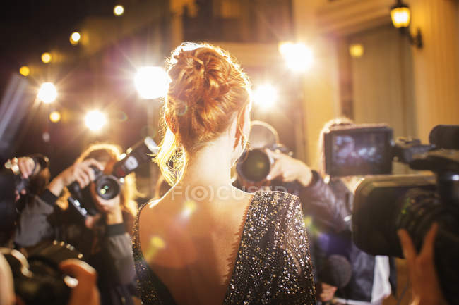 Celebrity being photographed by paparazzi photographers at event — Stock Photo