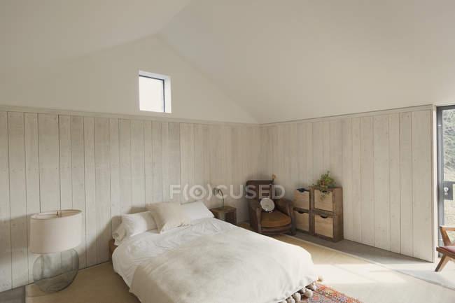 Einfaches Schlafzimmer zu Hause Vitrine — Stockfoto