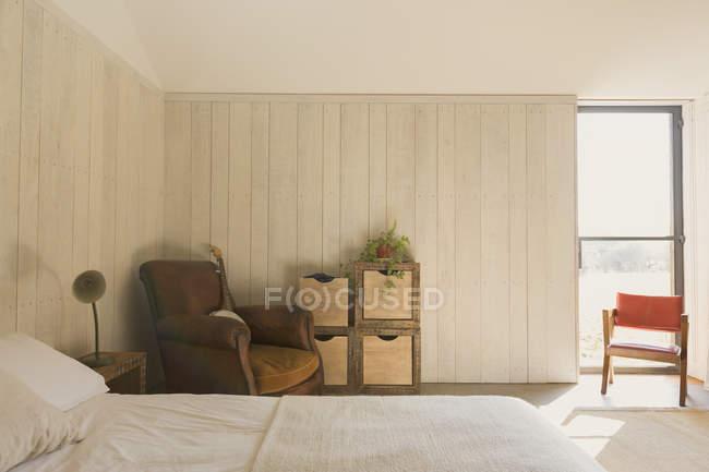 Accueil vitrine simple chambre ensoleillée — Photo de stock