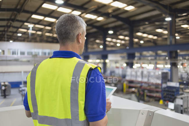 Supervisor with clipboard in steel factory — Stock Photo