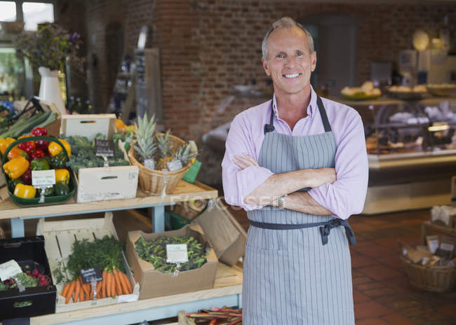 Portrait smiling market worker in produce department — Stock Photo