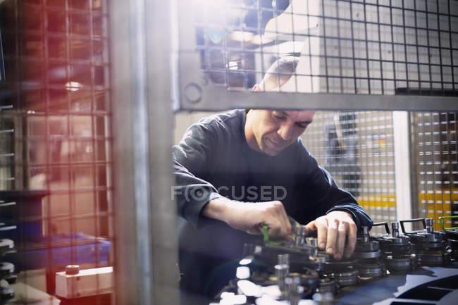 Ремонтная техника на сталелитейном заводе — стоковое фото