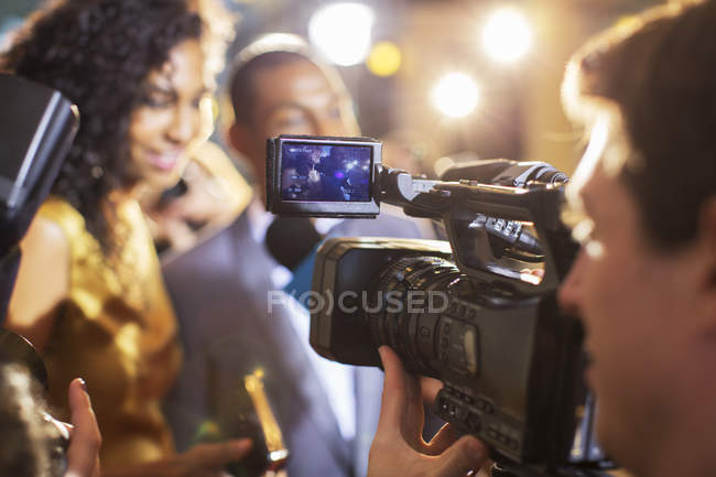 Close up of paparazzi filming celebrity couple at event — Stock Photo