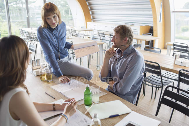 Business people talking in meeting in cafeteria — Stock Photo