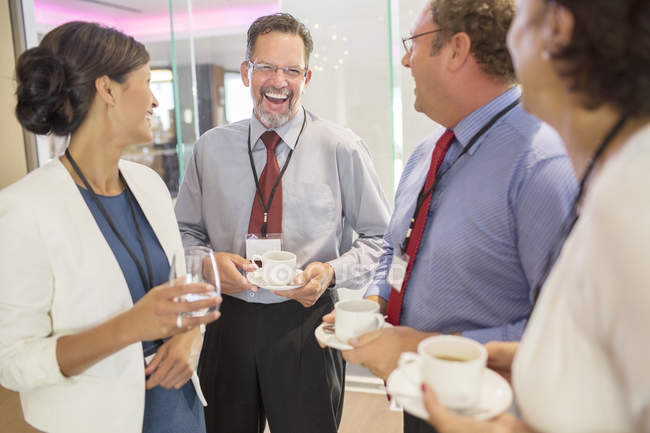 People in lobby of conference center during coffee break — Stock Photo