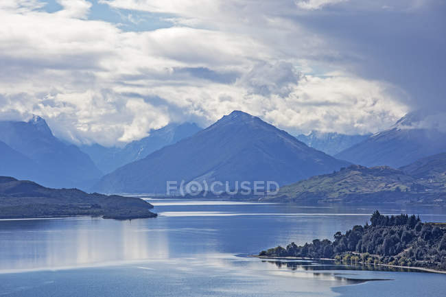 Мальовничий вид на озеро і гори, Glenorchy, Південному острові Нової Зеландії — стокове фото