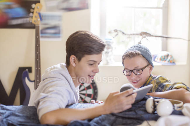 Two teenage sharing digital tablet in room — Stock Photo