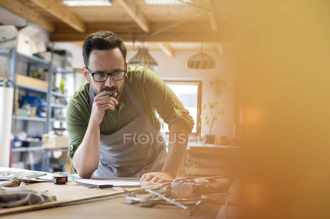 Focused artist working in modern art studio — Stock Photo