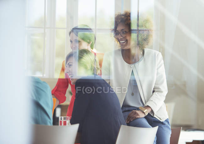 Group of office workers talking at desk — Stock Photo