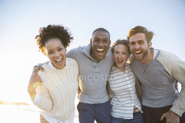 Portrait of cheerful friends in sunlight — Stock Photo