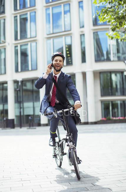 Бізнесмен чемпіонату з фрірану на велосипеді — стокове фото