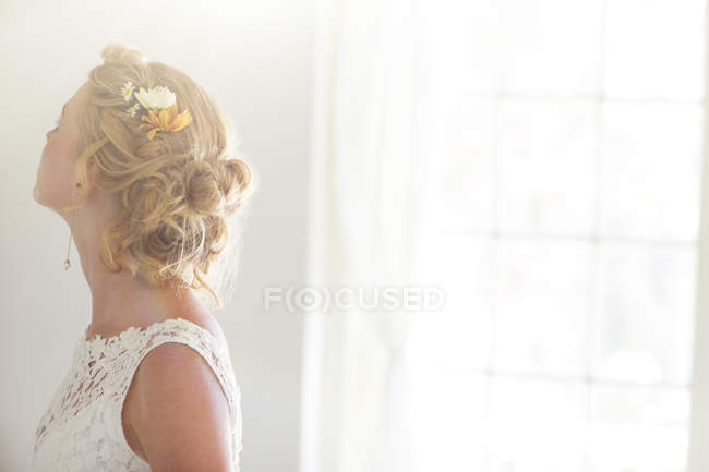 Young beautiful bride in sunny room — Stock Photo