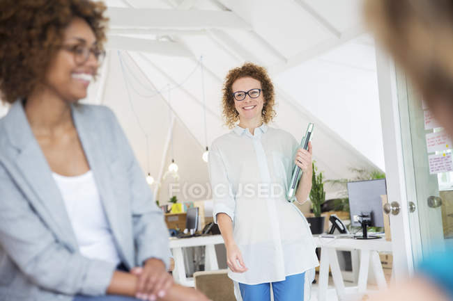 Woman walking and carrying laptop, joining colleague from office — Stock Photo