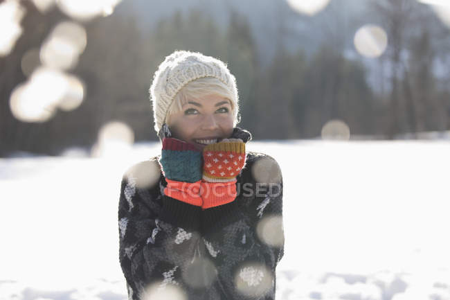 Portrait of smiling woman in snow — Stock Photo