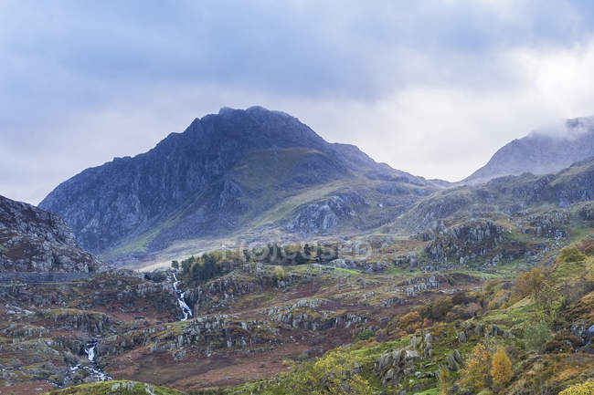 Craggy mountains and waterfalls, Glydrs from Nant Francon, Snowdonia, Wales — стоковое фото