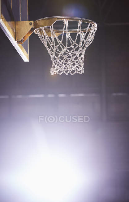 Lens flare around brightly lit basketball hoop — Stock Photo