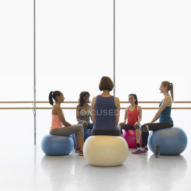 Women on fitness balls in circle in exercise class gym studio — Stock Photo
