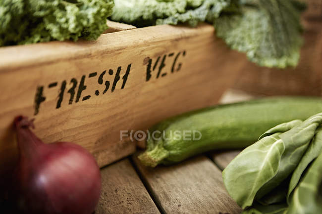 Still life fresh, organic, healthy vegetables and wooden crate — Stock Photo