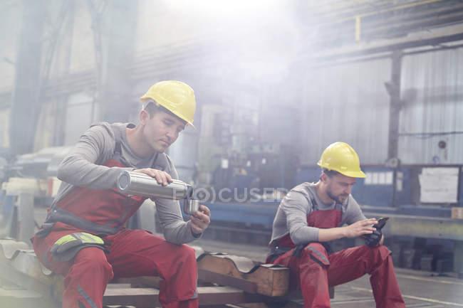 Factory workers taking coffee break — Stock Photo