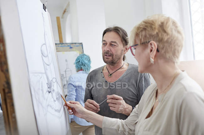 Artists sketching in art class studio — Stock Photo
