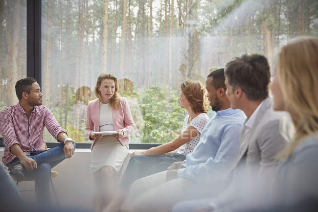 Therapist leading group therapy session — Stock Photo