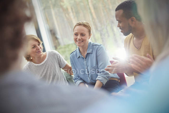 People clapping for woman in group therapy session — Stock Photo