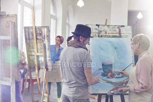 Artists painting in art class studio — Stock Photo