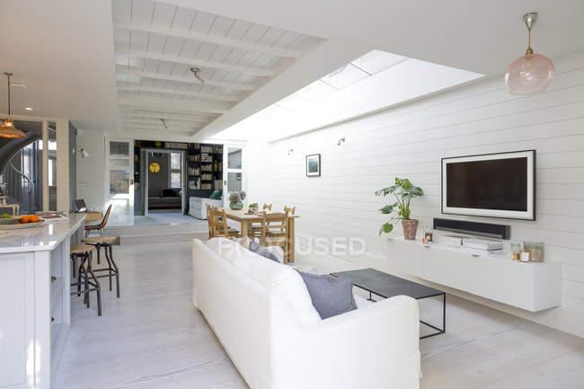 Sala de estar de casa vitrine de luxo — Fotografia de Stock