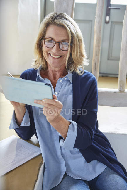 Portrait smiling senior woman using digital tablet — Stock Photo