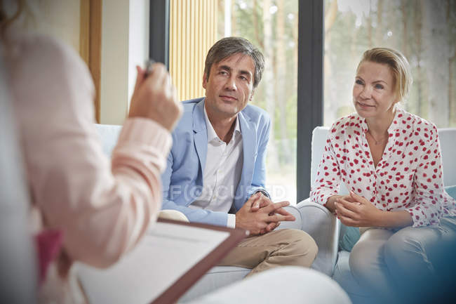 Couple listening to therapist in couples therapy counseling session — Stock Photo