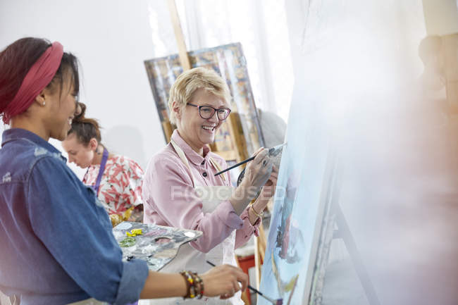 Female artists painting in art class studio — Stock Photo